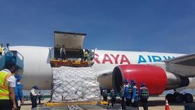 Hàng cứu trợ từ Cộng đồng ASEAN đến Việt Nam