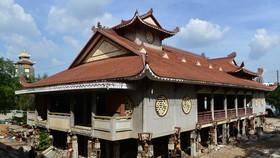 'Thần đèn' nâng cao 3m giảng đường ngôi chùa 2.000 tấn