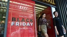 Tràn ngập giảm giá Black Friday, khách vẫn khó mua hàng ưng ý