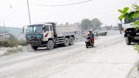 Đồng Nai: Người dân lập rào, ngăn xe chở đá