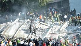 Lực lượng cứu hộ tìm kiếm nạn nhân trong vụ động đất tại Mexico