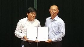Thứ trưởng Bộ GTVT Lê Đình Thọ trao quyết định điều động, bổ nhiệm ông Đinh Việt Thắng giữ chức Cục trưởng Cục Hàng không Việt Nam