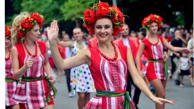 Lần đầu tiên đoàn vũ công Carnival khuấy động phố đi bộ Hà Nội