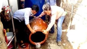 Thường xuyên vệ sinh các dụng cụ chứa nước để phòng tránh dịch SXH