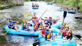 Học sinh tham gia sinh hoạt trại hè ở Mỹ