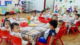 Huyện Nhà Bè: Học sinh lớp tiên tiến phải đóng thêm 1.490.000 đồng/tháng