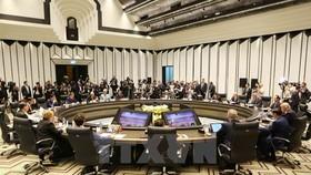 Chủ tịch nước Trần Đại Quang, Chủ tịch Hội nghị Cấp cao APEC chủ trì phiên họp kín trong khuôn khổ Hội nghị các Nhà lãnh đạo Kinh tế APEC lần thứ 25. (Ảnh: TTXVN)