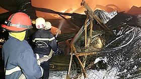 Cảnh sát PCCC chữa cháy tại Công ty cổ phần Kho vận miền Nam Sotrans, quận 4