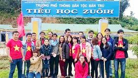 CLB thiện nguyện Tanpopo đến với học sinh nghèo Trường Phổ thông dân tộc bán trú Tiểu học ZuôiH