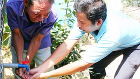 Niềm vui của người dân huyện Nhà Bè vừa được gắn đồng hồ nước