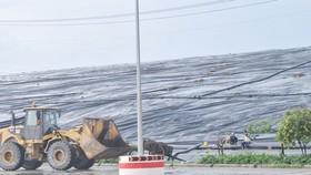 Hiện nay, 76% rác thải sinh hoạt tại TPHCM phải chôn lấp                                                                                                                                  Ảnh: CAO THĂNG