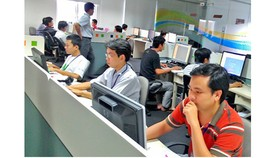 Kỹ sư của FPT thiết kế phần mềm tại trụ sở ở Khu công nghệ cao TPHCM. Ảnh: T.BA
