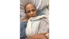 Bà Eva Echeverria được chẩn đoán mắc bệnh  ung thư buồng trứng sau một thời gian dùng bột phấn rôm trẻ em của Johnson. Ảnh: L.A TIMES