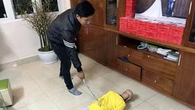 Công an Hà Nội tổ chức thực nghiệm hành vi bạo hành của ông bố ở Hà Nội với con trai 10 tuổi