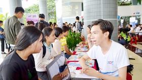 Thí sinh tìm hiểu ngành nghề để điều chỉnh nguyện vọng tại Trường ĐH Tôn Đức ThắngThí sinh tìm hiểu ngành nghề để điều chỉnh nguyện vọng tại Trường ĐH Tôn Đức Thắng