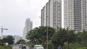Một số cao ốc bên đường Nguyễn Hữu Thọ, huyện Nhà Bè                 . Ảnh: CAO THĂNG
