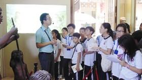 Học sinh lớp 6A4 Trường THCS Trần Văn Ơn (quận 1) trong tiết học liên môn  ở Bảo tàng Lịch sử TPHCM