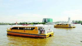 Buýt sông chạy trên sông Sài Gòn