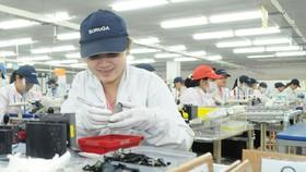 Sản xuất cơ khí tại một doanh nghiệp Nhật Bản trong KCX ở TPHCM. Ảnh: CAO THĂNG