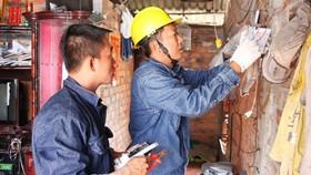 Sửa chữa hệ thống điện miễn phí cho hộ nghèo