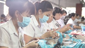 華人企業主理的平仙公司生產車間。(圖源:互聯網)