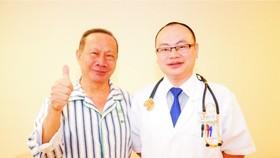 吳乙瑞與聖丹福廣州現代腫瘤醫院醫生合影。