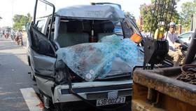 私運木材客車撞卡車 1人死亡