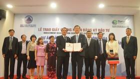 Lãnh đạo TP Đà Nẵng đã trao giấy chứng nhận đầu tư cho Công ty Yamota Sewing Machine MFG
