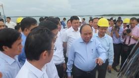 Thủ tướng Nguyễn Xuân Phúc thị sát cảng quốc tế Cái Mép