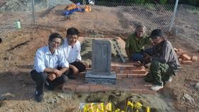 Ngôi mộ tạm do con cháu lập ngay tại vị trí huyệt mộ bà Tài nhân Cửu giai họ Lê Thị thụy Thục Thuận.