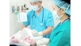 Một ca sinh mổ từ thụ tinh trong ống nghiệm thành công ở Bệnh viện Từ Dũ TPHCM