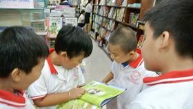 Các bạn nhỏ đến với triển lãm sách của HarperCollins tại Nhà sách Fahasa