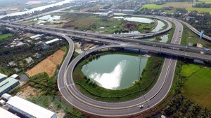 A section running through Tan An city (Long An province) of Ho Chi Minh City-Trung Luong Expressway, part of the North-South Expressway (Photo: VNA)