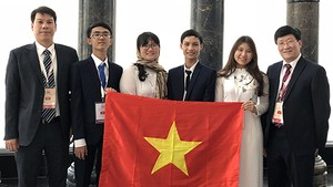 All four members of the Vietnamese team won medals, with three gold and one silver, at the 2018 International Biology Olympiad recently held in Iran (Source: Ministry of Education and Training)