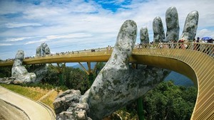 The Cau Vang (Golden Bridge) in the central coastal city of Da Nang (Photo: VNA)