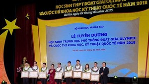 Two students awarded Labor Medal for Golden Medal in int'l competitions