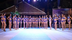 """2018 年越南小姐大賽保留泳裝環節。圖為2017年越南""""海洋小姐""""大賽泳裝比賽一瞥。(示意圖源:互聯網)"""
