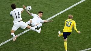 瑞典(黃衣)對韓國比賽一瞥。