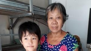 周金兒和她的姑媽周妹女士。