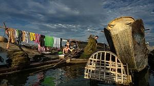 榮獲2017年越南遺產攝影(Vietnam Heritage Photo 2017)大賽第一名的《埻潭漁村》攝影作品。(圖源:何文東)