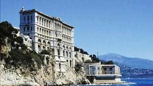 建造在岩石上的摩納哥海洋博物館。