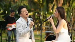藍長與東兒在《藍長9時演唱》節目上合唱。