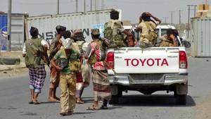 也門衛生部門人士11日說,也門政府軍和胡塞武裝近日在也門西部港口城市荷台達展開激戰,過去24小時內雙方至少有80人喪生。(圖源:AFP)