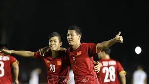 潘文德(左)和阮英德是該場球賽的兩名英雄。 (圖源:互聯網)