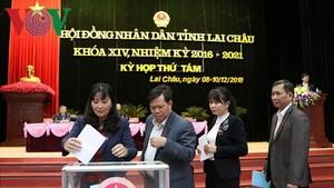 萊州省人民議會代表進行投信任票。(圖源:VOV)
