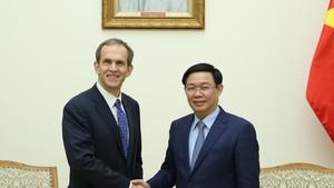 政府副總理王廷惠(右)接見美國谷歌集團副總裁肯特‧沃克。(圖源:誠鐘)