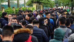 Fans line up in front of VFF headquarters to receive tickets