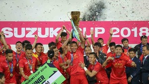 Vietnam Football Team receives prizes after second-leg final
