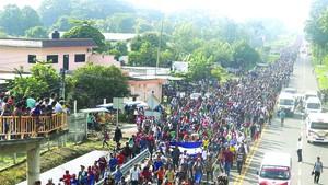 中美洲難民經墨西哥前往美國。