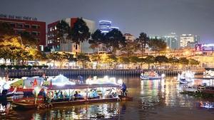 Cruise boatstravelingalongtheNhieu Loc-Thi Nghe Canal  (Photo: Viet Dung)